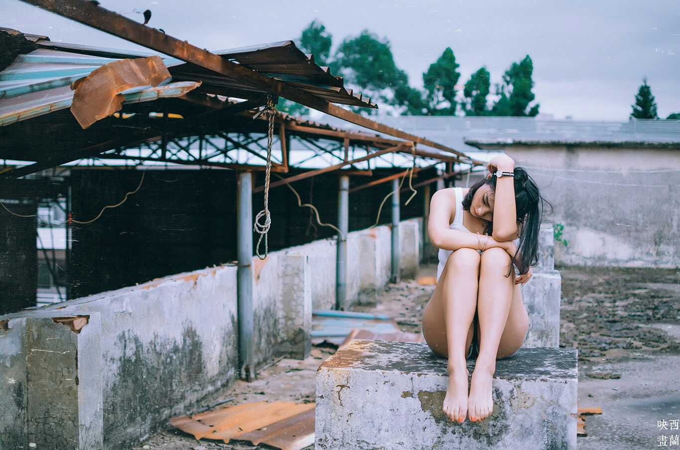 愿把那世间虚无缥缈埋葬:废墟少女
